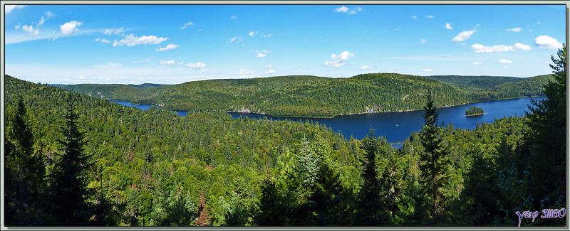 Traversée du Parc National de Mauricie : L'Ile aux Pins sur le Lac Wapizagonke - Québec - Canada