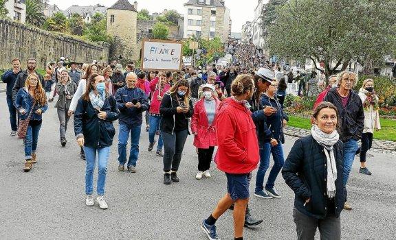 Pour leur deuxième manifestation en deux semaines, les opposants au pass sanitaire sont partis de la Tourbie, à Quimper.