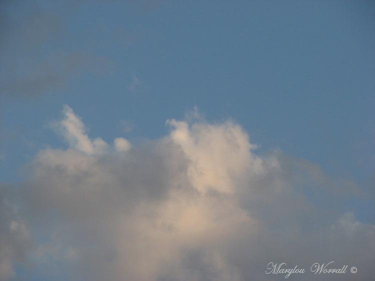 Œufs de Pâques et ciel du lundi