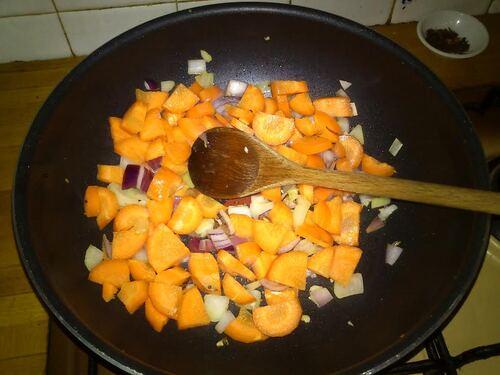 Allé..;des Nouilles Somen aux carottes pour le déjeuner avec ma coupine !!!