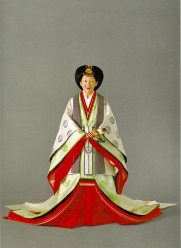 l'empereur du japon et l'impératrice du japon en tenue officiel