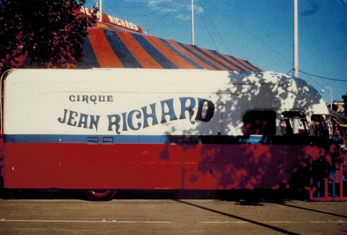 matériel roulant du cirque Jean Richard en 1973 ( archives Raymond Marti)