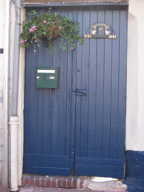 Défi n° 228 : une porte bleue fleurie