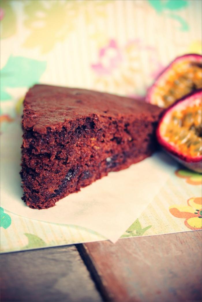 Moelleux chocolat & fruit de la passion {sans beurre ; avec de la courgette !}