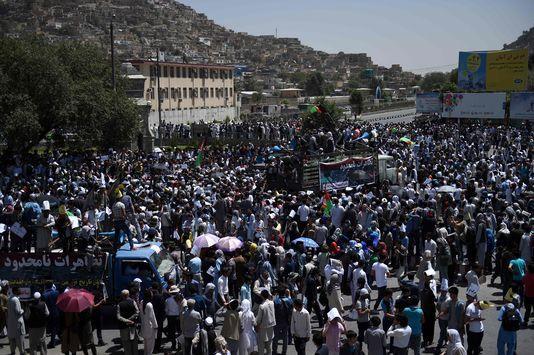 La manifestation avait réuni des milliers de personnes dans le calme avant qu'une forte explosion ne se produise.