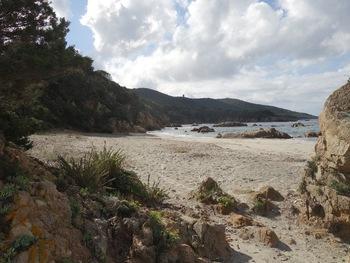 L'extrémité Est de la plage et le tour de Capanella
