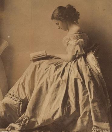 Jeunes filles lisant