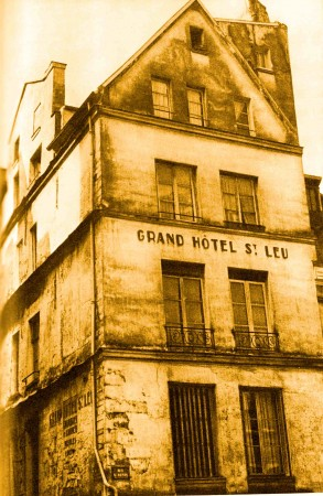 medium_111_eue_Saint_Denis_lion_noir.jpg