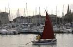 Godille dans le vieux port de La rochelle