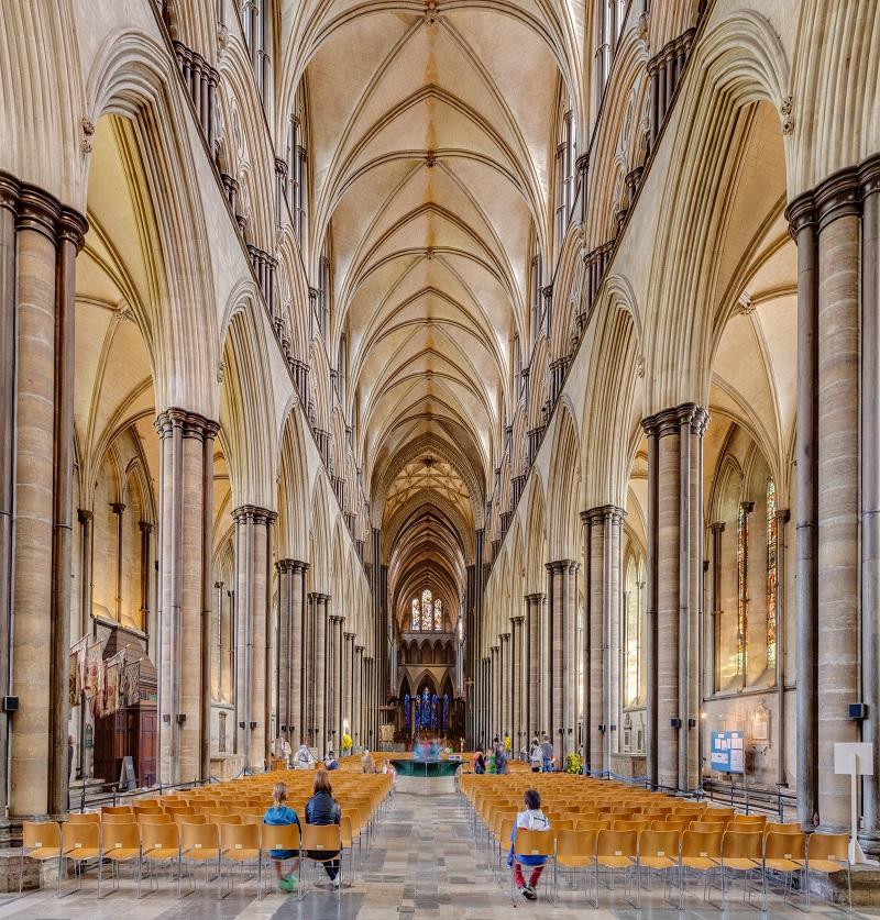 La cathédrale de Salisbury, Grande-Bretagne. (32e de la série des 50 belles églises dans le monde)