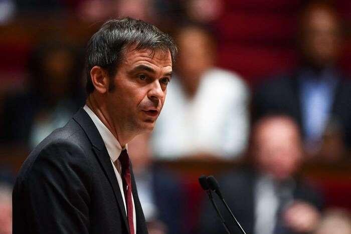 Retraites : Olivier Véran ne ferme pas complètement la porte au 49-3
