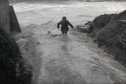 Portsall : L'impressionnante vidéo du couple sauvé de la noyade