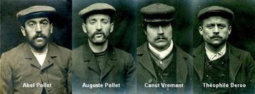 Montage de quatre photographies noir et blanc des bustes d'Abel et Auguste Pollet, Canut Vromant et Théophile Deroo. (Agrandir l'image).