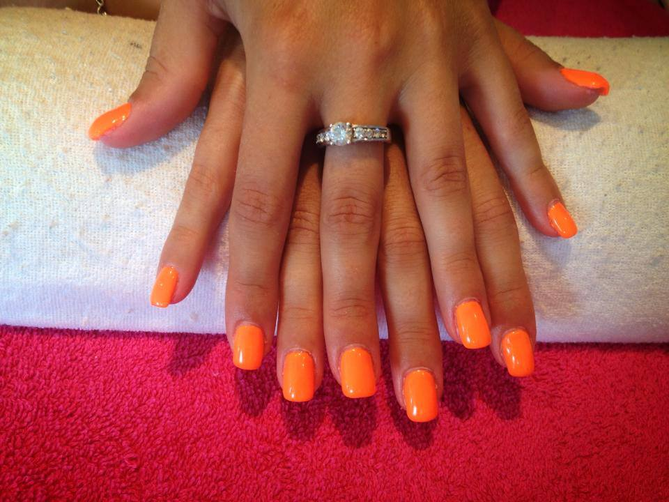 Ongle plein orange fluo