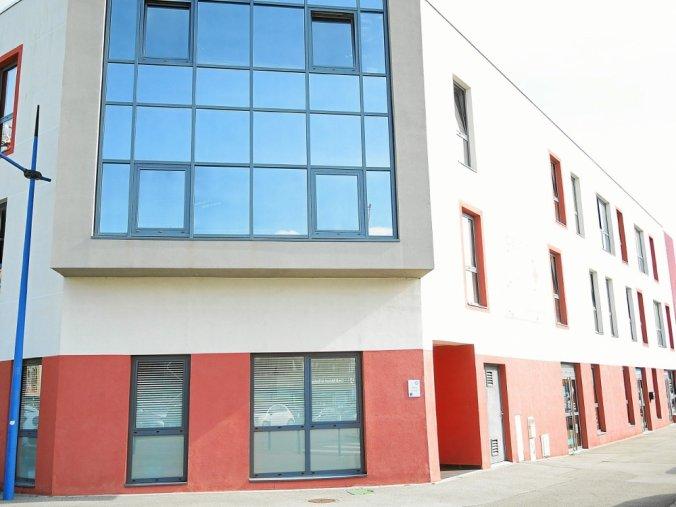L'Institut de formation de Brest, rue Jurien-de-la-Gravière, compte une vingtaine de salariés, dont 40% étaient en grève, lundi.