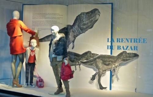 vitrine rentrée du bazar dinosaures