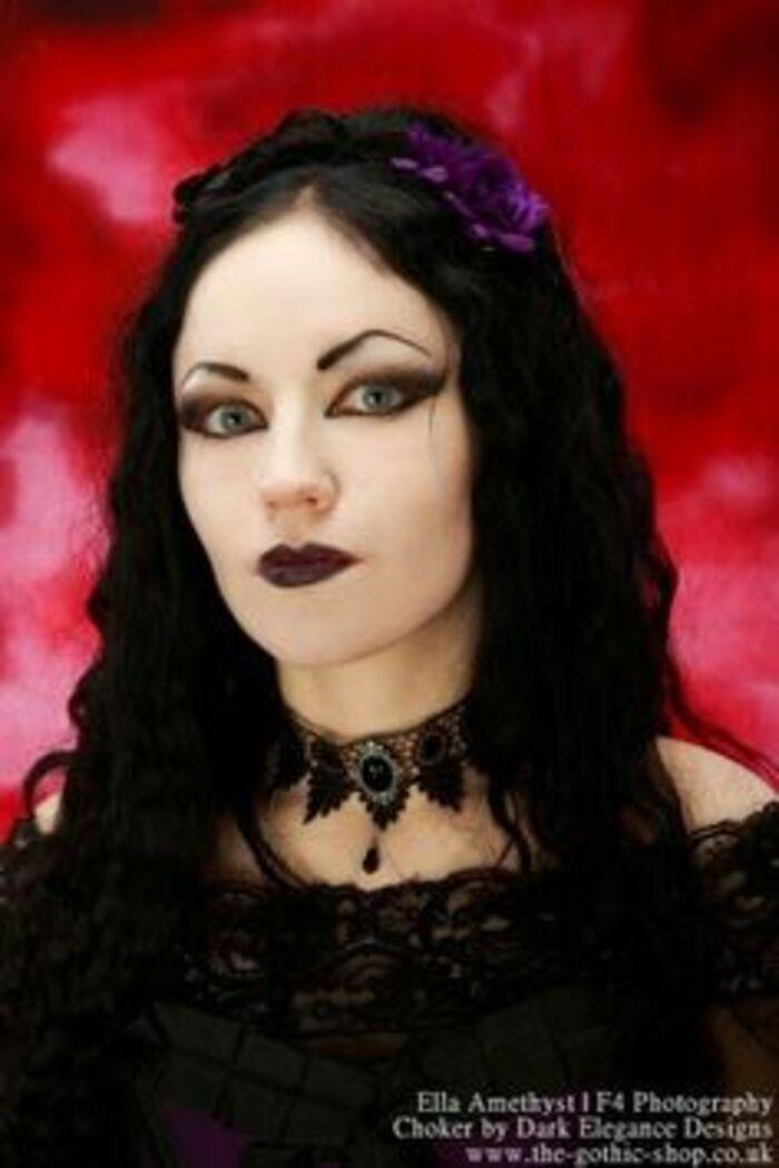 Ella Amethyst, modèle goth