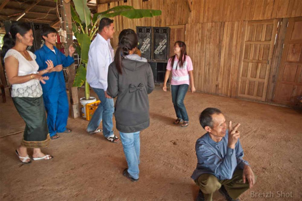 Ban Donlè - Danse chez les Thaïs noirs