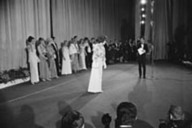 11 et 12 mai 1965 : Triomphe au Festival de Cannes.