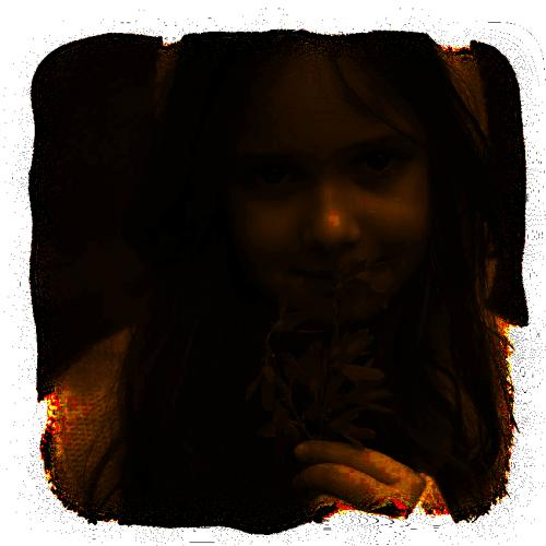 visage de petite fille avec fleur