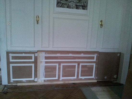 L 39 tape des soubassements l 39 ouvriere du 19eme for Decoration porte avec moulures