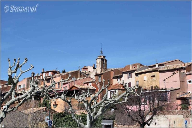 Roussillon Vaucluse le village et le beffroi