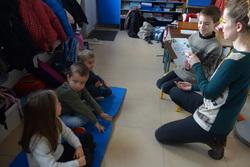 Les CE2 lisent des histoires aux MS-GS