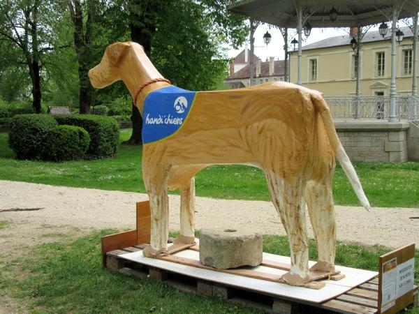 Miro, handichien a sa statue au jardin de la Mairie !