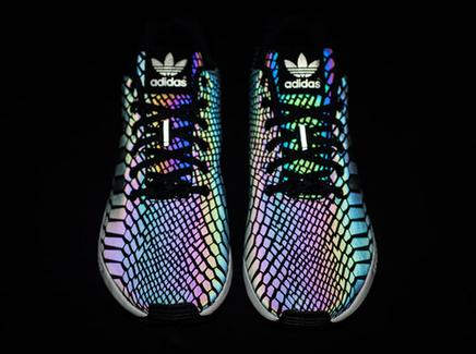 Les tags les plus populaires pour cette image incluent : adidas