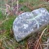 Ancienne petite borne avec croix gravée (640 m)
