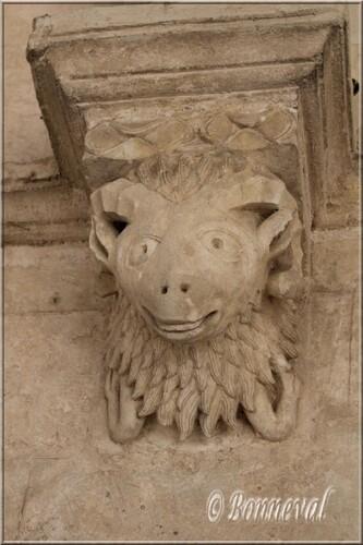 Abbaye de Montmajour cloître galerie nord console à tête de bélier