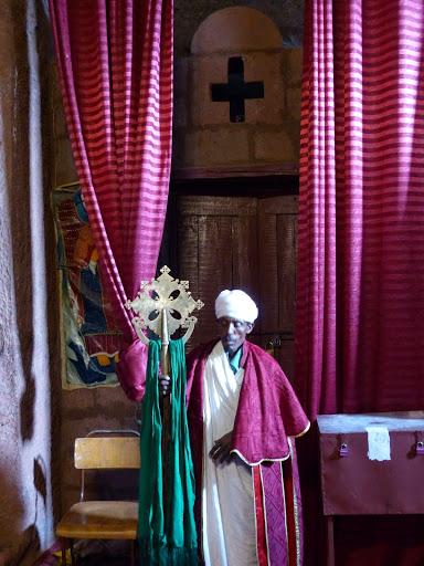 Bieta Emmanuel, portrait du prêtre gardien