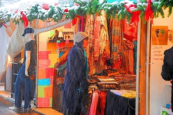 ny_columbus_circle_holiday_market_in_the_snow_08_772