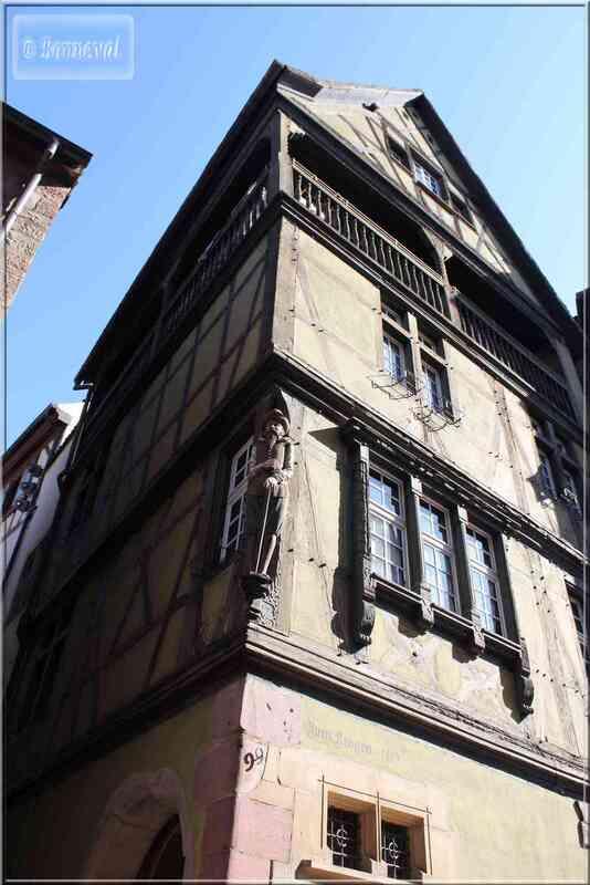 Alsace Haut-Rhin Colmar Maisons) Zum Kragen r