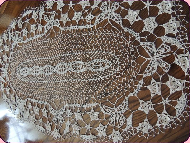 Crochet napperon ovale dentelle de brugges papillons et fleurs la mure brode - Napperon dentelle crochet ...