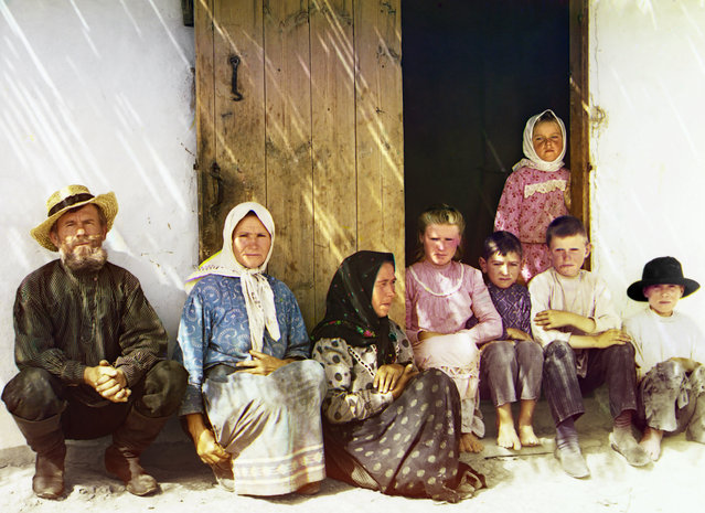 Photos by Sergey Prokudin-Gorsky. Mugan. Settler's family. Settlement of Grafovka, Baku province, 1912