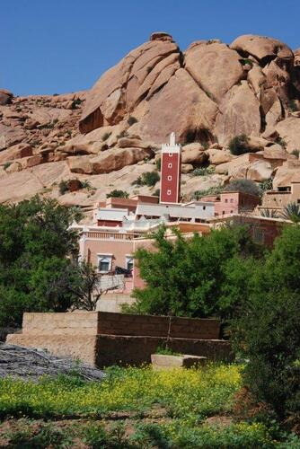 La mosquée et ls beaux rochers de granit rose