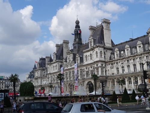 Paris: Notre-Dame et l'Hôtel de Ville en été (photos)