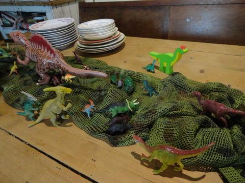 """L'anniversaire de Joa-Louca (8 ans), thème """"Jurassic Park"""" (dinosaures) - 2ème partie"""