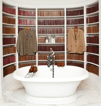 good-idea-library-in-bathroom