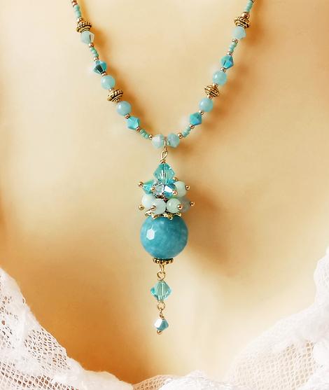 Collier pendentif grappe pierre de Quartz bleu facetté, amazonite et cristal de Swarovski / Métal doré