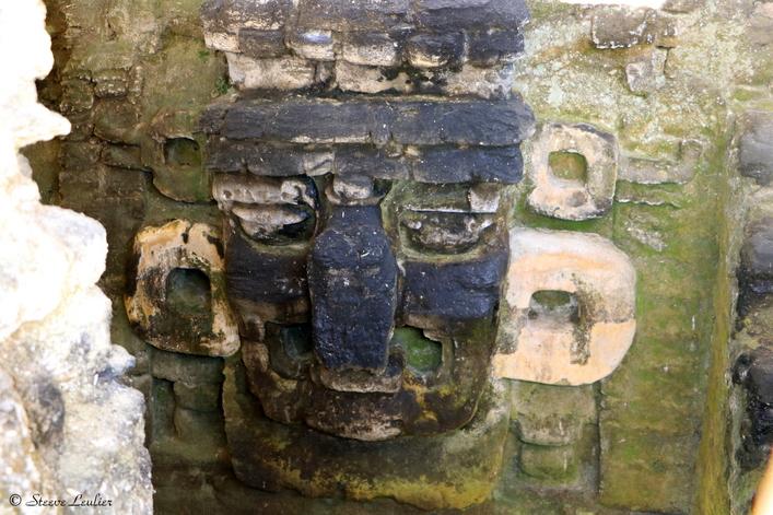 Sculpture d'une tête maya