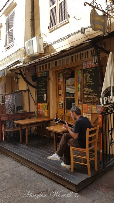 Corse : Bonifacio, les ruelles de la Citadelle