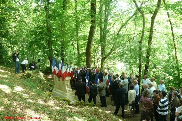 La cérémonie 2014 au monument d'Essarois