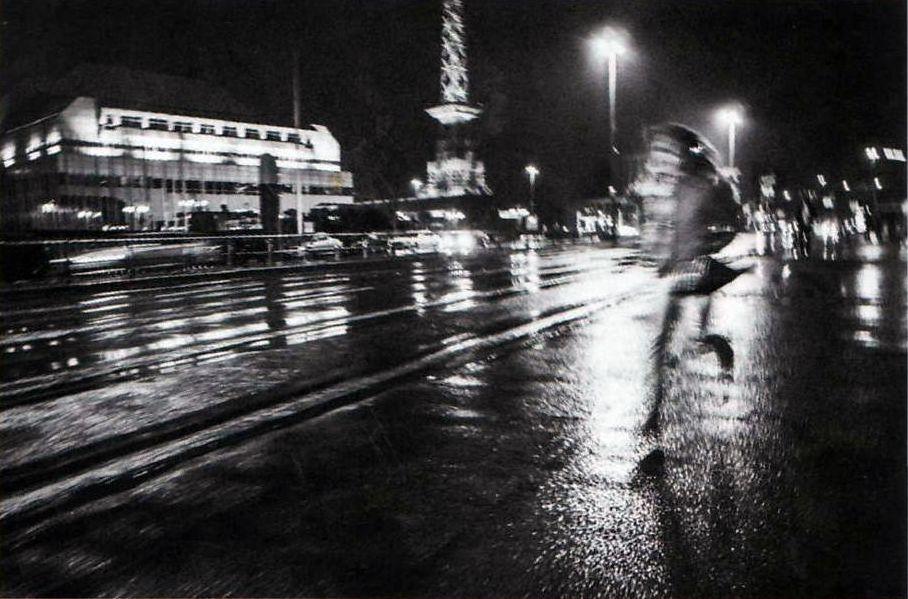 courir, courir  dans la nuit  -  ( RC )