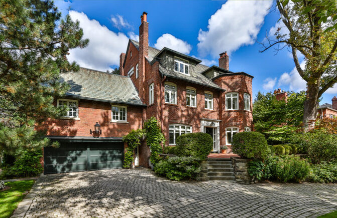 Annonce dans le Toronto Life : Broadway legend Colm Wilkinson is selling his Rosedale mansion
