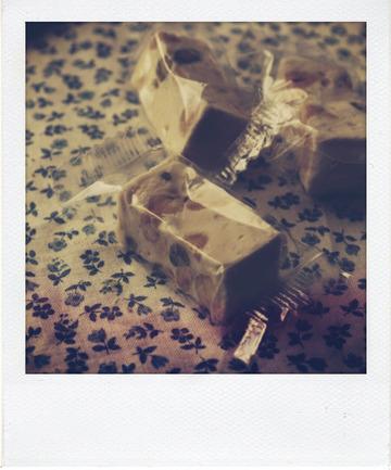 Tablette de chocolat au lait au nougat