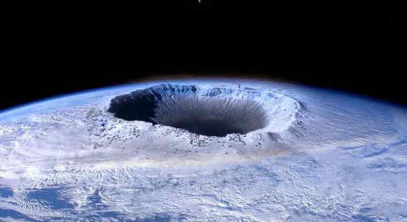 Un trou gigantesque et mystérieux vient de s'ouvrir en Antarctique...