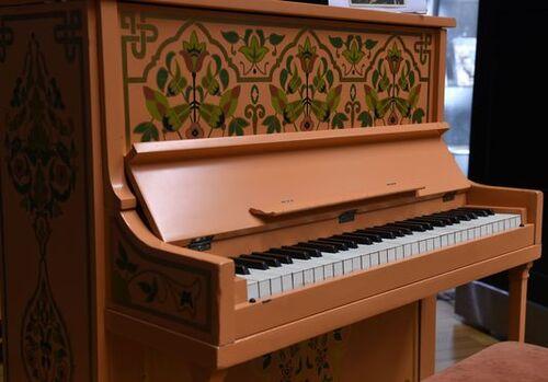 """Le piano de """"Casablanca"""" vendu aux enchères pour une somme astronomique..."""
