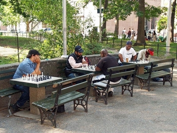 800px-Washington_Square_Park_Chess_Players_by_David_Shankbone